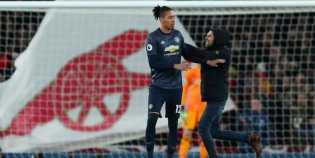 Fansnya Serang Chris Smalling, Arsenal Lapor Polisi