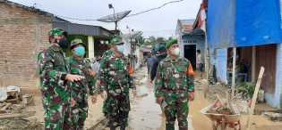 Dandim 0205/TK Turun Kelokasi Bantu Pencarian Korban Bencana Longsor