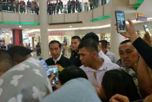 Tiba di Riau, Malamnya Presiden Jokowi Blusukan ke Mal di Pekanbaru