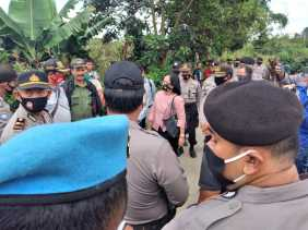 Jurusita PN Kabanjahe Eksekusi Tanah di Desa Manuk Mulia