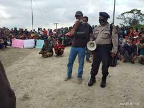 Sebelum Ada Kesepakatan, Warga Kandibata Minta Hentikan Pengebomman Di Desanya