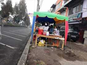 Hari ke 3 Ramadhan 1441 H/2020: Pedagang Takjil Tampak Sepi di Jalan Veteran (Berastagi)