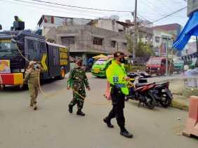 Kodim 0205/TK dan Polres Karo Gencarkan Ops Yustisi dan Penyemprotan Disinfektan di Kota Kabanjahe