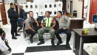 Tiba di Kantor Camat Dolatrayat, Anggota Kodim 0205/TK - Polres Karo Jaga Kotak Suara Pemilu