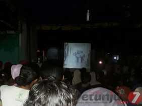Nobar Flim G30S/PKI,  Lapangan Batunadua Jae LK I Dipenuhi Warga