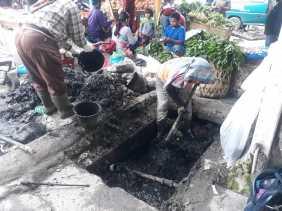 Antisipasi Banjir, Dinas PUPR Karo Normalisasi Drainase di Jalan Perniagaan Berastagi