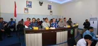 Konferensi Video ke Kemendagri, Gubernur Riau Laporkan Pemilu  Berjalan Lancar dan Aman