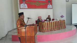 Usai Sosialisasi Untuk Tiga Kecamatan,  Wabup Rohil Menyerahkan Blangko E-KTP