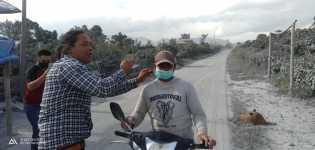 Anggota DPRD Karo Korindo Bagikan Masker ke Masyarakat Terdampak Erupsi Gunung Sinabung