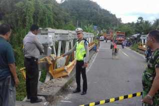 Jembatan Merangin di Kampar  Nyaris Patah, Lalin Dialihkan
