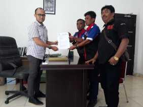 PJTK Dampingi LAMI Karo Laporkan Dugaan Penyelewengan Dana Desa di Ajibuhara (Tiga Panah) ke Jaksa