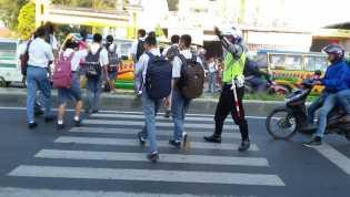 Inilah Rutinitas Anggota Satlantas Karo di Pagi Hari Kepada Para Pengguna Jalan Raya