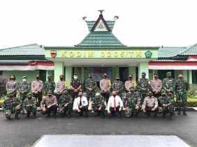 HUT - TNI ke 75: Kapolres Beri Kejutan Untuk Dandim 0205/TK, Lihat Keakrabannya...