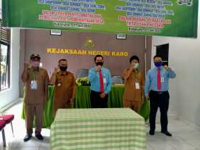 Kades se - Kecamatan Merdeka  dengan Kajari Karo Teken Mou Bidang Perdata dan TUN