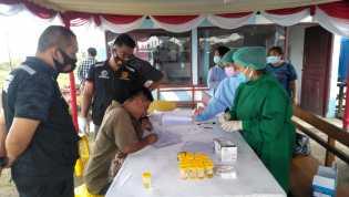 Mudik : Sopir Bus di Pastikan Bebas Narkoba Lewat Tes Urin Oleh Sat Res Narkoba Polres Tanah Karo