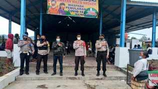Bersinergi Polsek Tigapanah Bersama Koramil 02/TP Pantau Layanan Vaksinasi di Desa Bandar Tongging