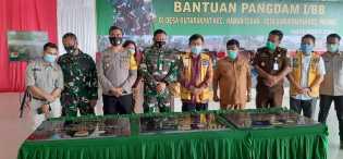 Juga Bagikan Sembako, Dandim 0205/TK Resmikan MCK dan Sumur Bor di Gurkinayan dan Kutarayat