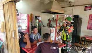Babinsa Koramil 05/PY Manfaat Warung Kopi Sebagai Sarana Komsos Himbau Protokol Kesehatan