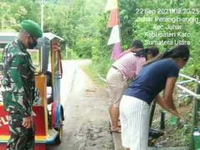 Komsos, Cara Babinsa Koramil 07/JH Ingatkan Warga Pentingnya Prokes