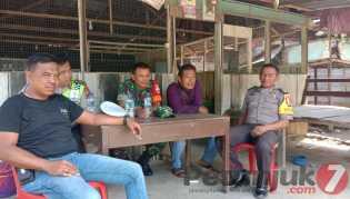 Sinergritas Babinsa -Bhabinkamtibmas: Aktif Komsos Bersama Ditengah Masyarakat Desa Lau Baleng
