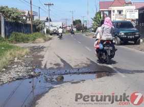 Akses Jalan Ditambal Sulam Kembali Rusak dan Belubang di Berastagi, Simpang Empat dan Merdeka
