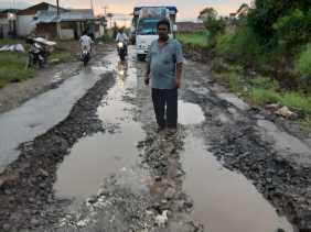 Potret Jalan Rusak: Usai Ditinjau Bupati, PUPR Karo Perbaiki Jalan di Simpang Desa Surbakti dan...