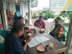 Warung Kopi di Desa Sibintun Juga Sarana Komsos Babinsa Guna Pererat Silahturami dengan Warga