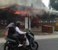 Dua Orang Mengalami Luka Bakar, Rumah Milik Nasir Terbakar di Berastagi