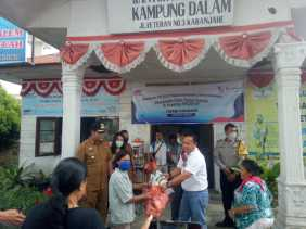 FIF Group Kabanjahe Salurkan Paket Sembako ke Warga Kurang Mampu di Kelurahan Kampung Dalam
