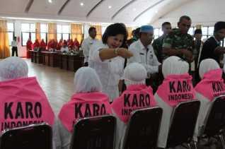 "32 Jama'ah Calon Haji Kabupaten Karo 2018 ""Njunjungi Beras Piher"