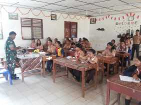 Sertu Joyo Bekali Siswa SMKN Brastagi Ilmu Kepramukaan dan Wawasan Kebangsaan