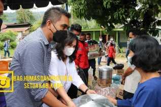Peduli Akan Warganya Wakil Bupati Karo serahkan bantuan bagi korban bencana kebakaran