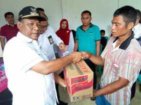 Plt Bupati Rohil Bantu Korban Kebakaran di Desa Labuhan Tangga Hilir