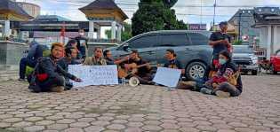 Seniman dan Crew Film Jandi La Surong Minta Pertanggungjawaban Kinerja Kadispora, Kembali Demo
