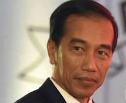 Presiden RI Jokowi Tiba di Kuching Disambut Adat Borneo