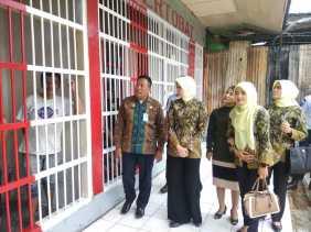 IAD Kejari Karo Berkunjung ke Rutan Kabanjahe dan Beri Bantuan ke Warga Binaan