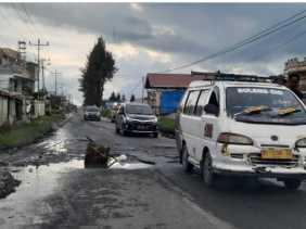 Ketua LSM MATA Karo dan Warga Jalan Udara Minta Bupati Karo Perbaiki Jalan - jalan yang Rusak