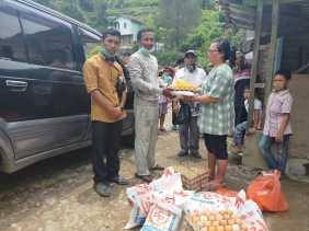 Disebut Makan Keladi Imbas Covid19, Tim BAMS Beri Sembako ke Warga Lau Gumba yang Viral di Medsos