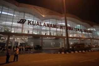 Delay 3 Jam Lebih, Ekor Pesawat Lion Air  Disenggol Bus Penumpang di KNIA