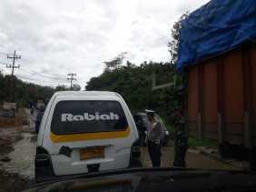 Jalan Provinsi Lintas Sumatera - Pargarutan Sempit, Rusak dan Berlobang: Kerap Macet!
