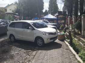 Ganggu Pejalan Kaki, Warga Nilai Parkir Kendaraan di Jalan Gundaling (Karo) Kurang Ditata Rapi