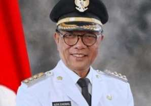 Gubri dan Wabup Kampar Menjemput Jenazah Almarhum Bupati Kampar Aziz Zaenal
