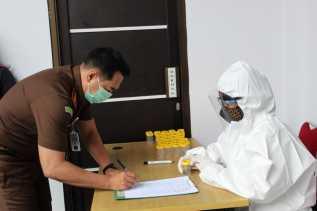 Puluhan Pegawai Kejari Karo Tes Urine: Ini Hasilnya...