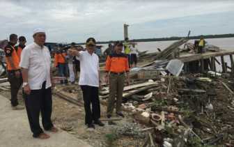 Sekdaprov Riau Tinjau Lokasi Longsor di Inhil