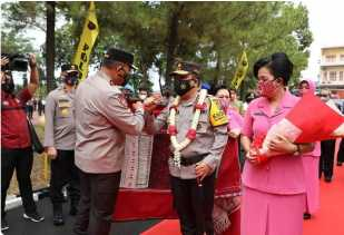 Irjen Pol. Drs. R. Z. Panca Putra S., M.Si.,Tiba di Mapolda Disambut Tarian Daerah Sumut