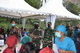Pangdam I/BB Bersama Danrem 023/KS Pantau Langsung Serbuan Vaksinasi di Toba