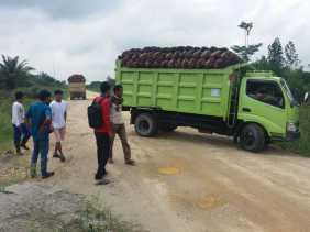 Aksi APMP-KTM di Jalan Lintas Bono: Mobil Angkut Sawit Milik Johan Disuruh Putar Arah