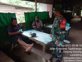 Laksanakan Giat Komsos, Babinsa Koramil 09/LB Ikut Menekan Penyebaran Covid-19