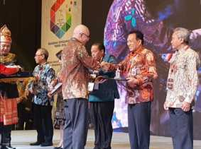 Pemprov Riau Terima Penghargaan BKN Award