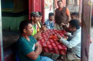Komsos di Warung Kopi, Babinsa Imbau Warga Desa Payung Tidak Golput